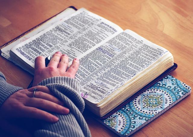 「神父」と「牧師」の宗教の違い
