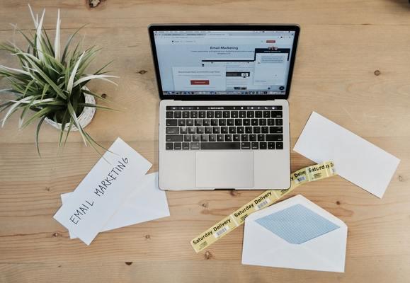 ビジネスメールの返信マナーとは?お礼などの様々な場面での例文を紹介のイメージ